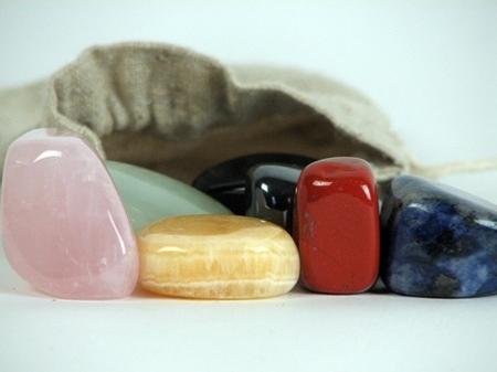 Organza zakje met 7 stenen